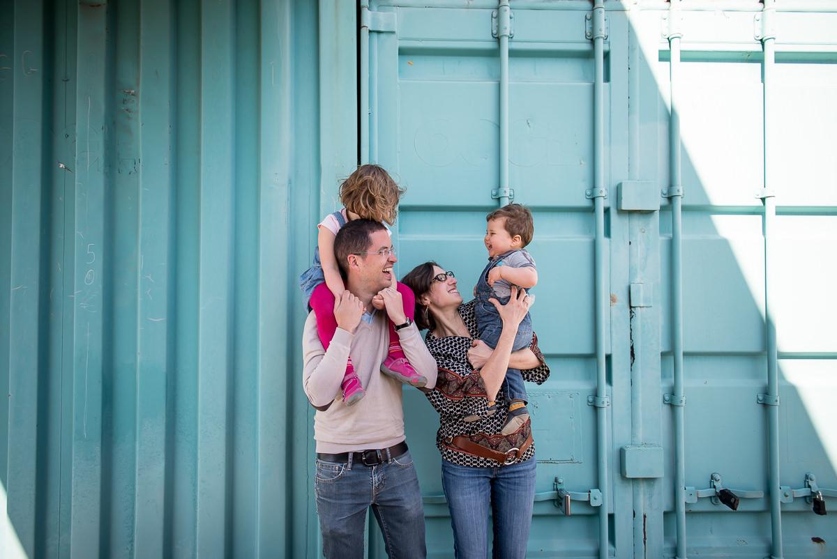 seance photo lyon en famille aux puces -10