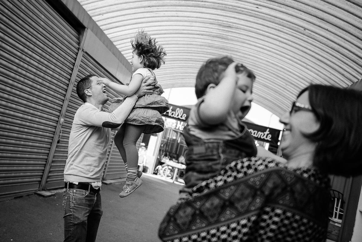 seance photo lyon en famille aux puces -16