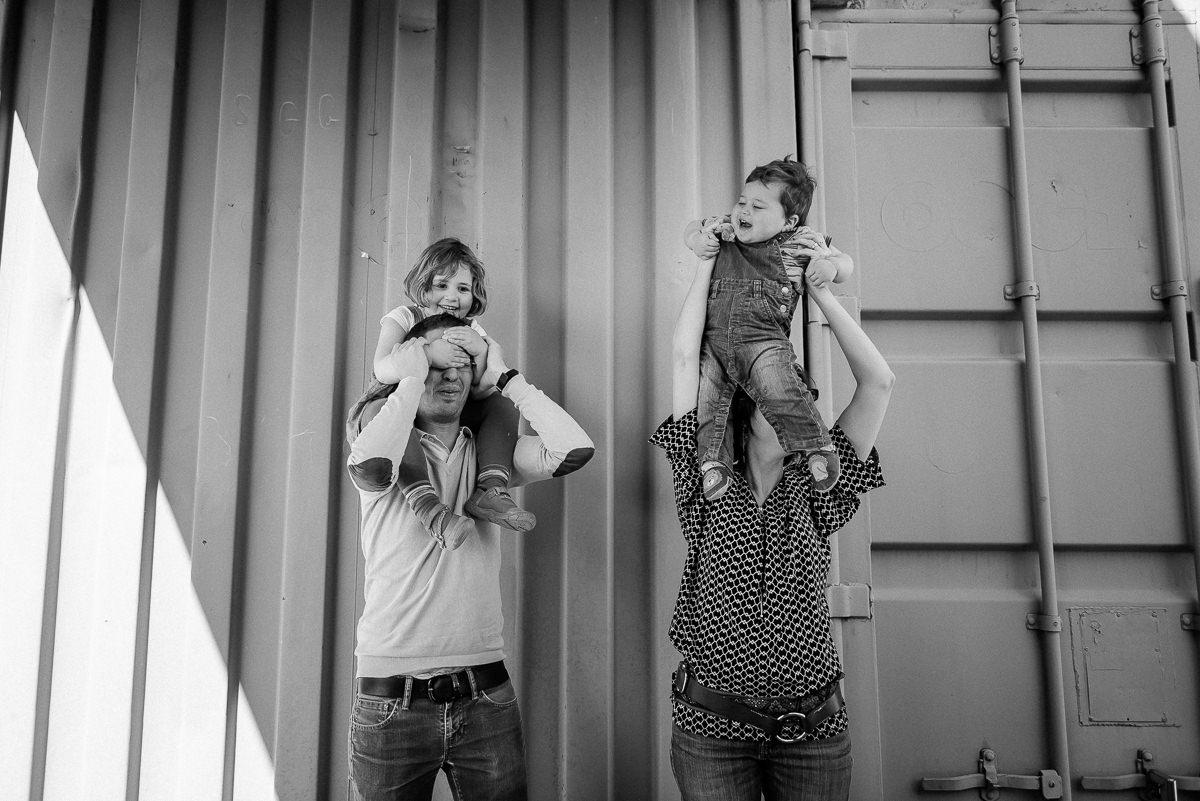 seance photo lyon en famille aux puces -7