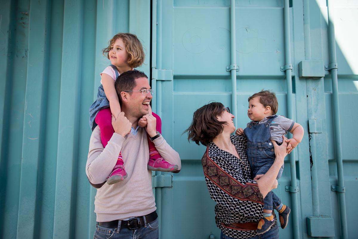 seance photo lyon en famille aux puces -8